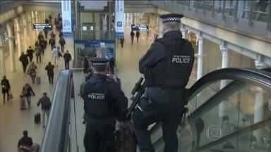 Reino Unido eleva nível de alerta para o terrorismo - O primeiro-ministro britânico está em contato com chefes do serviço de Segurança e de Espionagem para traçar planos e evitar ataques. Segundo o MI-5, a rede Al-Qaeda está planejando ataques no país.