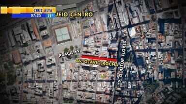 Entorno da Praça XV tem mudanças no trânsito em Porto Alegre - A restrição é por conta de obras de revitalização.