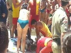 Menino se afoga na praia do Matadeiro, na capital, e é reanimado após 45min - Menino se afoga na praia do Matadeiro, na capital, e é reanimado após 45min; Ele segue internado na UTI em estado grave