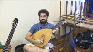 Oficina de Música em Curitiba faz viagem no tempo com instrumentos antigos - Em janeiro, Curitiba reúne músicos de várias partes do país e do mundo em cursos, apresentações e palestras da Oficina de Música.