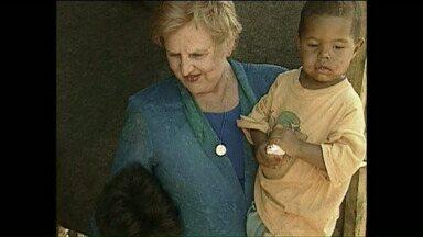 Mais de 100 mil fiés pedem a beatificação da Dra. Zilda Arns - Padre haitiano que conversou com a Zilda Arns conta os ensinamentos passados pela médica.