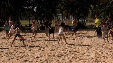 Colônias de férias são boas opções para crianças e adolescentes nesta época do ano - Pais devem ficar atentos a alguns cuidados.