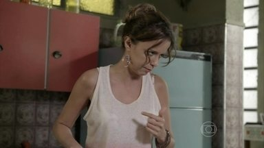 Lorraine conta para Xana e Naná que Zé Pedro foi preso - Esposa de Ismael prepara refeição especial para seus amigos