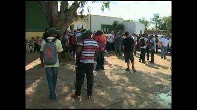 Trabalhadores do pólo naval fazem manisfestação por mão-de-obra local - Mobilização é no pólo de São José do Norte, RS.
