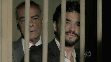 José Pedro é solto - Presos partem para cima do rapaz e Merival chega com notícia quente
