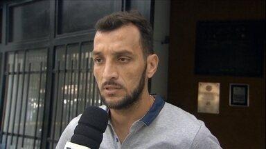 Edu Dracena deixa o Santos mas náo confirma que destino pode ser o Corinthians - Zagueiro diz que seu ciclo no Santos chegou ao fim