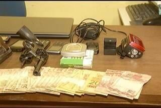 Operação da Polícia Civil prende quatro homens em Bocaiúva - Homens foram presos suspeitos de tráfico de drogas e de cometerem roubos e homicídios.
