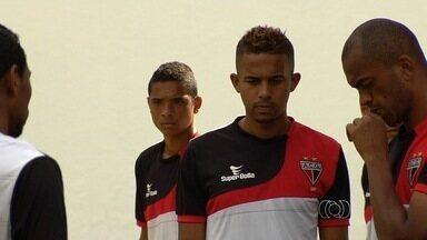 Dois jogadores do Flamengo se apresentam ao Atlético-GO - Dois jogadores do Flamengo se apresentaram no Atlético-GO nos últimos dias. Uma parceria que visa aproveitar os jogadores que estavam encostados.