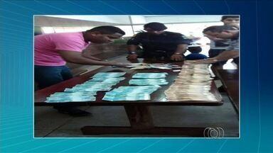 PM prende dupla após assalto a lotérica e recupera cerca de R$ 27 mil - Assalto ocorreu em estabelecimento no centro de Nerópolis, em Goiás. Após perseguição, dupla foi presa e dinheiro encontrado; um segue foragido.