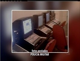 Três bingos clandestinos são estourados em Rio das Ostras, no RJ - Bingos funcionavam em localidades diferentes da cidade.Máquinas caça-níqueis foram recolhidas e 10 pessoas detidas.