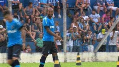 Grêmio tem jogadores de saída, mas chegada de jovem destaque Lincoln - Escalado no lugar de Luan no primeiro coletivo, Lincoln chamou atenção nos treinos.