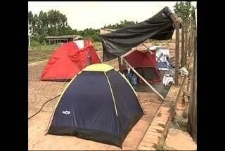 Famílias ocupam fazenda de plantação de eucalipto em Piratininga - Cerca de 140 famílias invadiram uma fazenda com plantações de eucalipto na noite de sexta-feira (16), localizada na zona rural de Piratininga (SP). De acordo com informações da Polícia Militar, o movimento é pacífico.