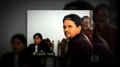 Brasileiro condenado por tráfico na Indonésia é executado - O brasileiro Marco Archer foi executado por um pelotão de fuzilamento neste sábado (17), na Indonésia, depois de passar mais de dez anos preso. Ele havia sido condenado à pena capital por tráfico de drogas.