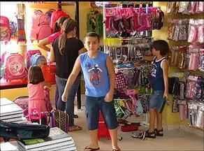 Pais encaram desafio para atender gosto das crianças na compra dos materiais escolares - Pais encaram desafio para atender gosto das crianças na compra dos materiais escolares