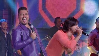 Com 'Assim Você Mata o Papai', Bruno e Mariano rebolam - Sorriso Maroto recebe Munhoz e Mariano no palco