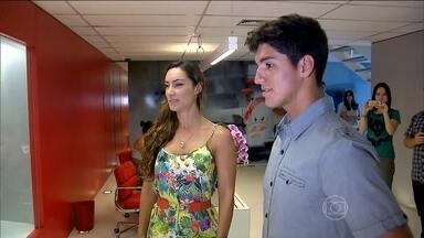 De férias, Gabriel Medina visita o Instituto Ayrton Senna - Campeão mundial de surfe foi recebido pela família do piloto e fala sobre volta aos treinos.