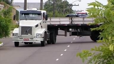 Polícia prende 15 pessoas de quadrilha que roubava caminhões no Sul - As investigações duraram oito meses. O grupo causou um prejuízo de R$ 10 milhões a caminhoneiros e transportadores. A organização era formada por 21 pessoas.
