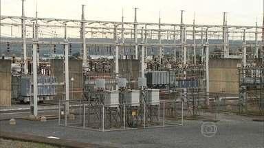 Governo apura causas do apagão que deixou 11 estados e o DF sem energia elétrica - Segundo o Operador Nacional do Sistema Elétrico, houve uma falha na transmissão de energia das regiões Norte e Nordeste para o Sudeste, e também a perda de 2,2 mil megawatts gerados por 11 usinas.