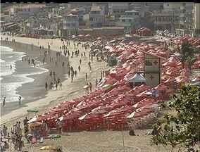 Turistas reclamam dos donos de barracas na Prainha de Arraial de Cabo, RJ - Turistas reclamam dos donos de barracas na Prainha de Arraial de Cabo, RJ.
