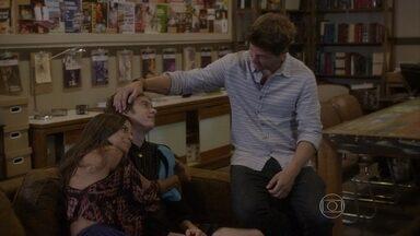 João fica frustrado por ter perdido o papel no teste - René e Dandara parabenizam o rapaz pelo bom trabalho
