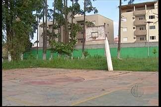 Prefeitura de Ferraz diz que em 30 dias obras do Parque Nosso Recanto devem ser concluídas - Moradores reclamam há muito tempo da estrutura do local.