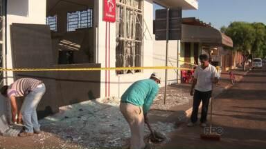 Polícia prende quadrilha que explodiu caixa eletrônico em Munhoz de Melo - Um dos bandidos trocou tiros com a polícia e morreu
