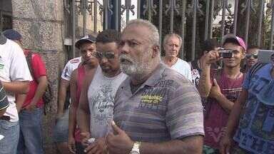 """Trabalhadores portuários """"cruzaram os braços"""" por reajuste salarial - Para justificar o pedido, categoria aponta alto custo de vida em Santos"""