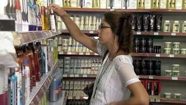 Governo mexe na tributação do setor de cosméticos - A indústria de cosméticos já paga o IPI. O governo vai taxar também com o IPI de 11,75% o atacado. Representantes do setor afirmam que essa é uma cobrança dobrada, e esperam ainda reverter a medida