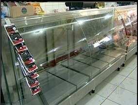 Comerciantes e moradores de Casimiro de Abreu, RJ, sofrem prejuízos com falta de energia - Queda de energia tem acontecido com frequência.