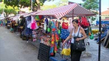 Lojas do Centro do Recife começam a vender fantasias para o carnaval - Há opções para todos os estilos.
