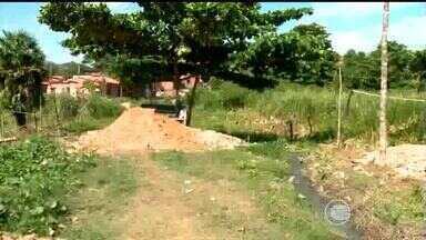 Projeto de terraplenagem e drenagem no bairro São Pedro irrita moradores do local - Projeto de terraplenagem e drenagem no bairro São Pedro irrita moradores do local