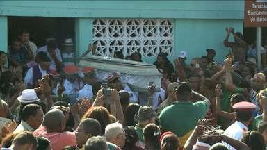 Humberto de Maracanã é enterrado em São Luís - Ícone do bumba meu boi no Maranhão morreu nessa segunda-feira (19).Humberto era cantador do bumba meu boi de matraca 'Boi de Maracanã'.