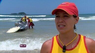 Tenente Karoline Burunsizi dá dicas para as pessoas curtirem a praia sem riscos - Pais devem ter atenção especial no verão