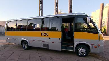 Escolha do transporte escolar requer alguns cuidados dos pais - Veja a entrevista com o presidente da Associação Nacional de Transporte Escolar, Renato Soares.