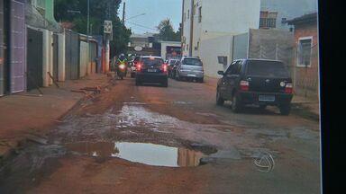 Moradores reclamam de buracos nas ruas de Várzea Grande - Moradores reclamam de buracos nas ruas de Várzea Grande