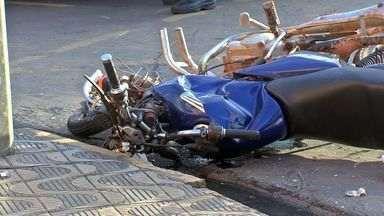 Acidente envolve motocicleta e ônibus em cruzamento movimentado de Cuiabá - Na manhã desta quarta-feira (21), um acidente envolveu uma motocicleta e um ônibus em um dos cruzamentos mais movimentados da capital.
