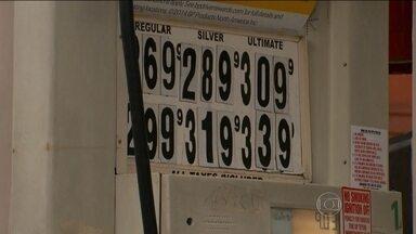 Cai o preço do combustível nos Estados Unidos - Nos postos americanos, a remarcação de preços está na contramão do Brasil. O combustível já chegou ao menor preço em seis anos.