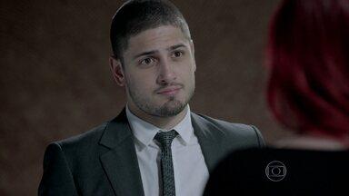 João Lucas decide ir atrás de Maria Isis para descobrir o paradeiro do pai - Du decide ir com o rapaz