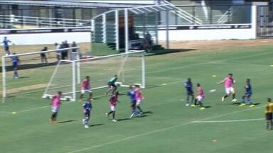 Romarinho perde pênalti, mas reservas do Vasco batem São Cristóvão em jogo-treino - Equipe vence amistoso por 2 a 1.