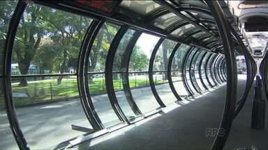 Em Curitiba, greve de ônibus prejudica 2 milhões de passageiros - Além dos usuários do transporte coletivo, os comerciantes também foram prejudicados com a greve.