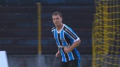 Grêmio joga pouco e acha empate no fim com gol polêmico contra Cascavel - Amistoso foi o último teste para o tricolor antes do Gauchão.