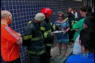 Um incêndio destruiu parte de uma loja de material de construção no centro do Recife - Os bombeiros trabalharam mais de quinze horas para controlar o fogo.