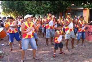 Blocos de carnaval que não desfilavam há 10 anos voltam às avenidas em Barbalha - Cidade tem um dos mais tradicionais carnavais no interior do Ceará.