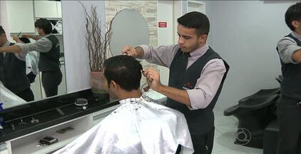 Profissão de barbeiro está em alta. Veja onde aprender em João Pessoa - Profissional diz que público masculino está cada vez mais exigente.