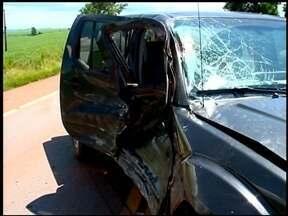 Motociclista morre em acidente na RS-135 - Um grupo de motociclistas viajava de Erechim para Carazinho, no RS, quando um deles bateu em uma caminhonete. Corpo foi arremessado para longe.