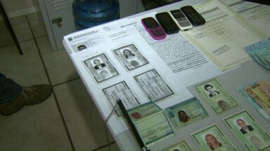 Polícia prende quadrilha que falsificava documentos - Os bandidos usavam os documentos falsos para vender terrenos que não eram deles.