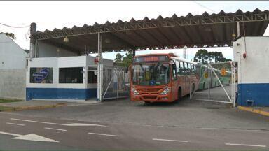 Impasse entre Governo e Prefeitura condicionou a greve de motoristas e cobradores - A Prefeitura reclama a falta de repasse de subsídio, enquanto o Governo garante oferecer dinheiro o suficiente para a integração do transporte coletivo em Curitiba e RMC.