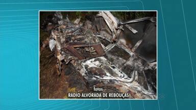 Homem morre em acidente na BR-153 - Um motorista morreu ao colidir com uma árvore em uma acidente ontem à noite na BR-153, perto de Rio Azul.