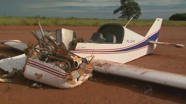 Com vértebra trincada, piloto recebe alta após acidente em Jaboticabal, SP - Ele sofreu queda com monomotor no fim de semana.