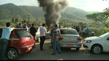 JPB2JP: Protesto na PB 077 que liga Pilões a Cuitegi - Motoristas pedem recapeamento.